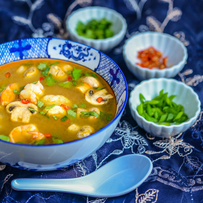 Tom Yum Goong Soup (Thai Hot And Sour Shrimp Soup) Recipe ...