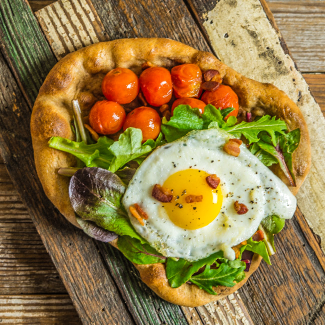 BLT Pizza with Egg